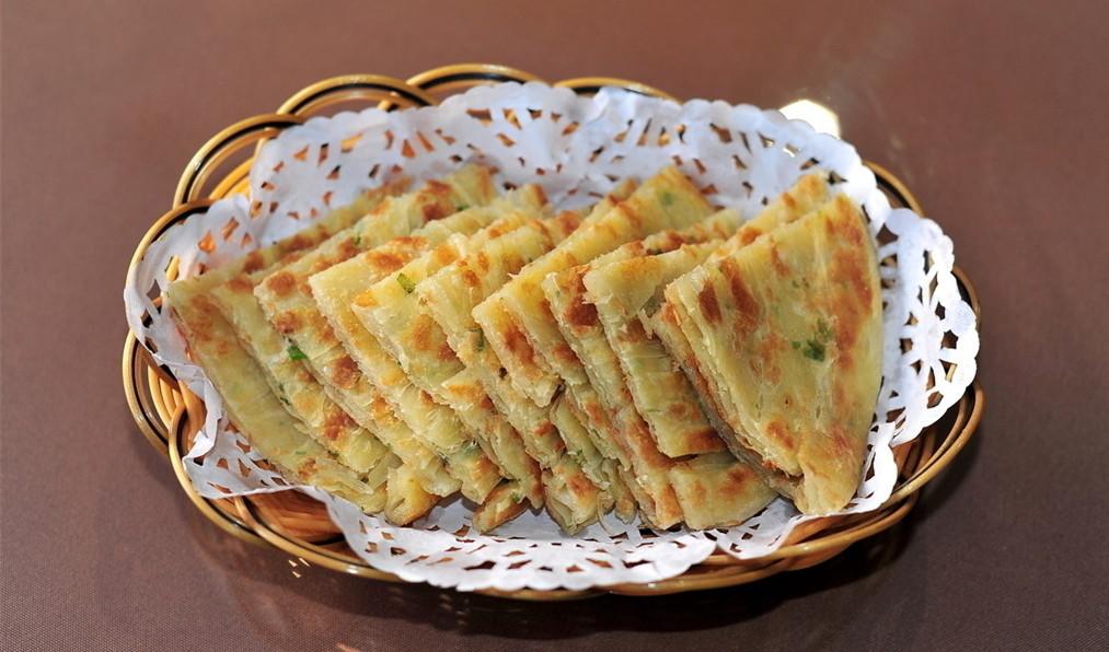 最简单的葱油饼做法_最简单的葱油饼做法,家庭自制冷冻葱油饼的做法